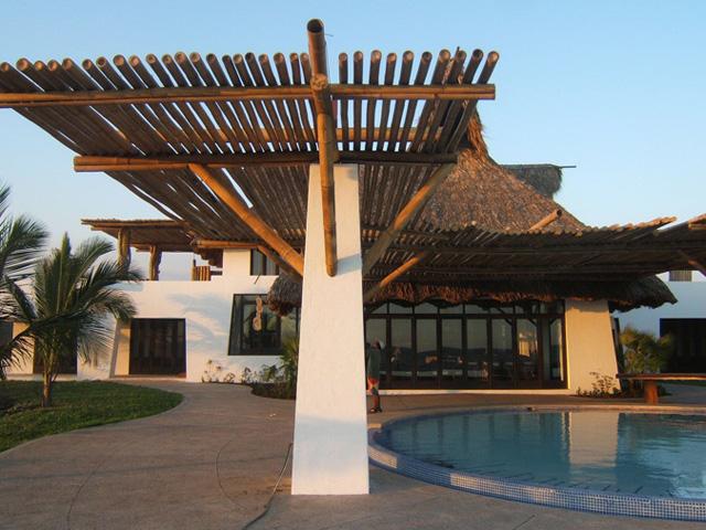 Cerro joen dise o y construcci n de techos para ranchos - Pergolas de bambu ...